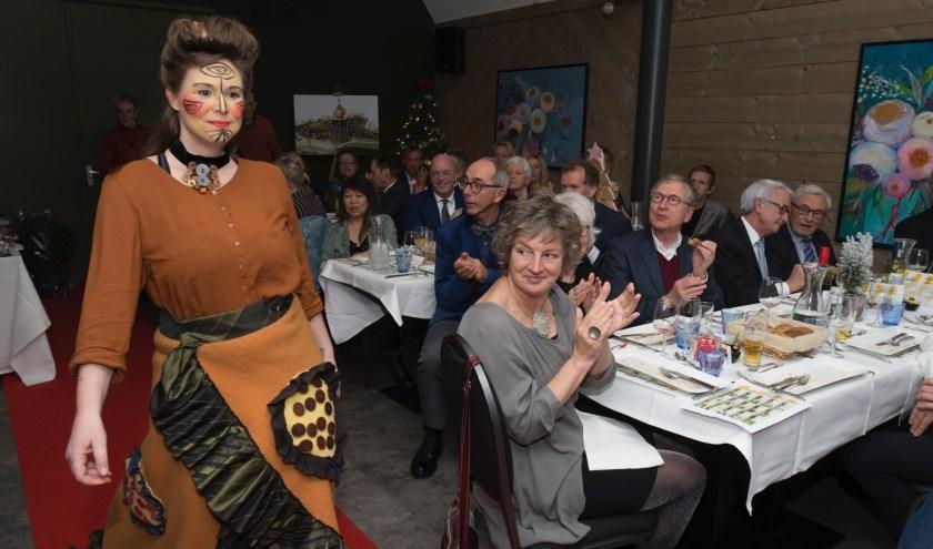 Een modeshow met kleding van Atelier Zip.   Foto: John Brussel