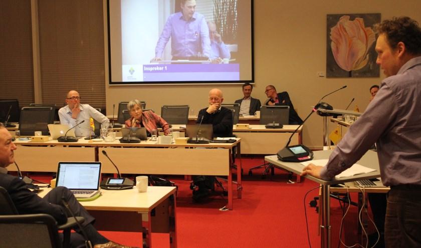 Namens de boeren van historische koeienrassen voert Fernand de Willigen in de raadscommissie een pleidooi. | Foto: NK