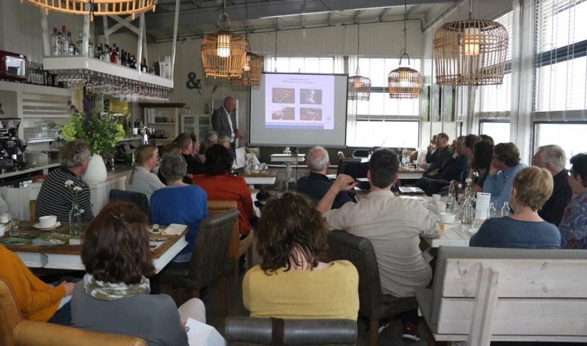 Kees van Velzen bespreekt groene initiatieven in Teylingen. | Foto: pr./Lisa de Blok