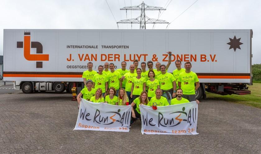 Laatste keer poseren bij Transportbedrijf Van der Luyt. | Foto's Wil van Elk
