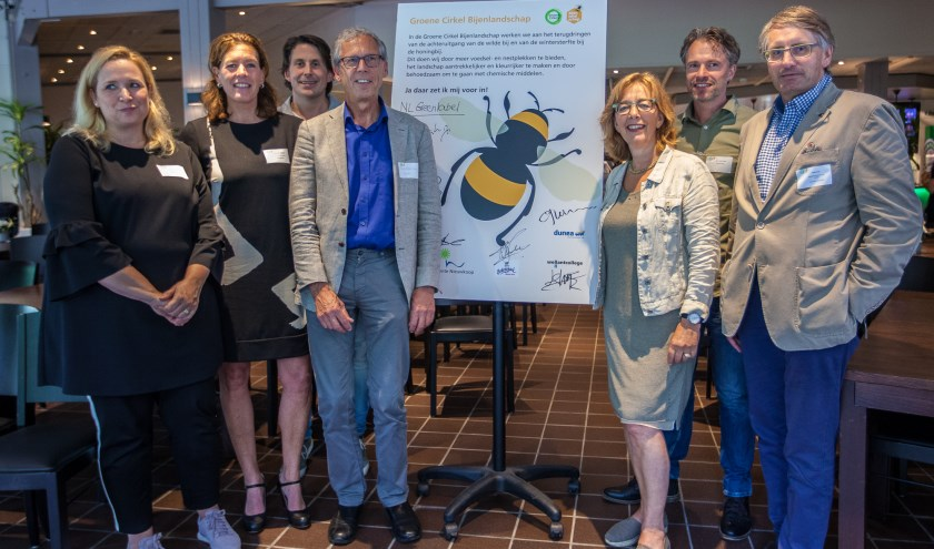 De ondertekenaars van de Groene Cirkel met als derde van rechts Marie José Fles. | Foto: pr./Joost Bouwmeester