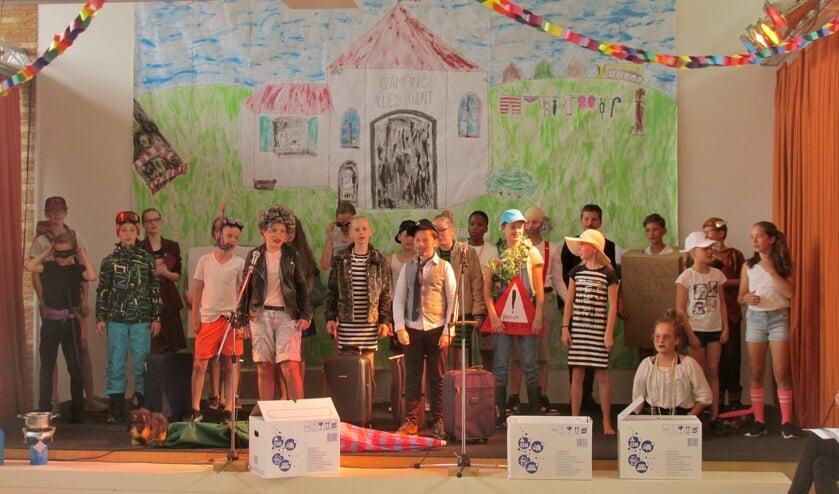 Groep 8 van Basisschool De Lichtwijzer speelde 'Bende op de camping'. | Foto PR