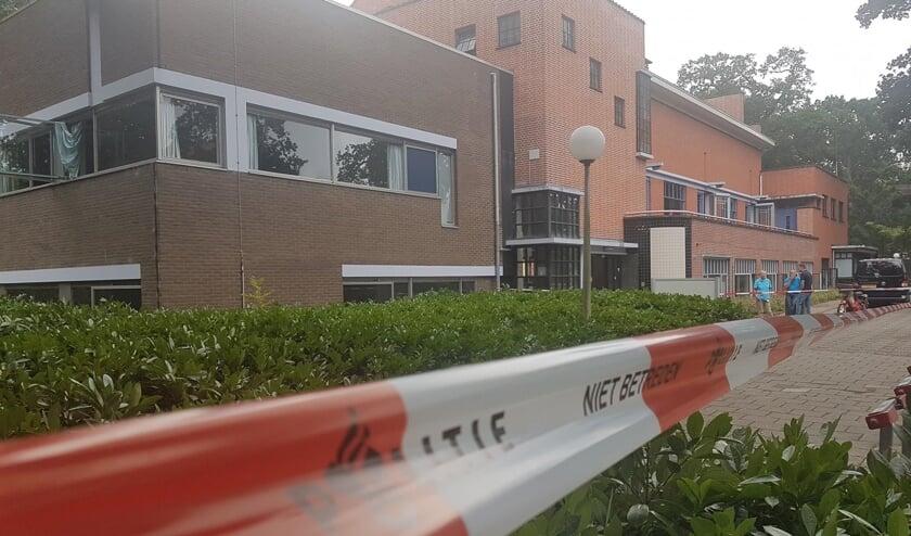 Het afgezette Poortgebouw.   Foto Politie Leiden-Noord / Facebook