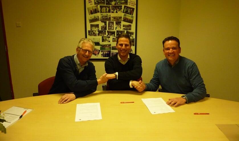 Martijn Lagendijk (m) tekent het contract voor één seizoen. | Foto: pr.