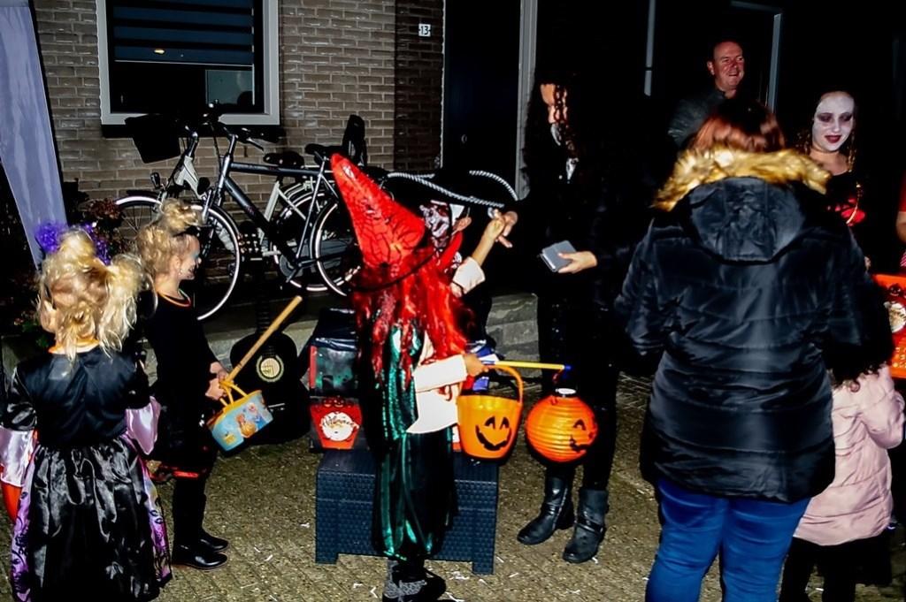 Geen akelige engerds, wel vriendelijke heksjes aan de Wagenmaker. Foto: J.P.Kranenburg © uitgeverij Verhagen