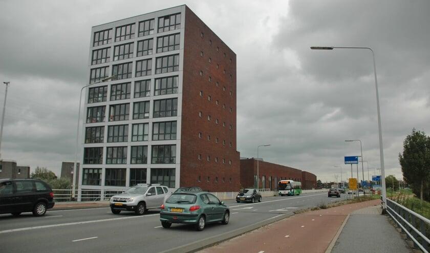 Het appartementenblokje aan de rand van de wijk Driegatenbrug op de grens van Leiderdorp en Leiden.