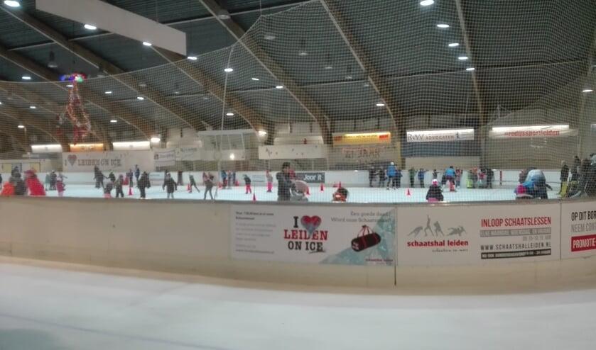 De overdekte ijsbaan aan de Vondellaan in Leiden.