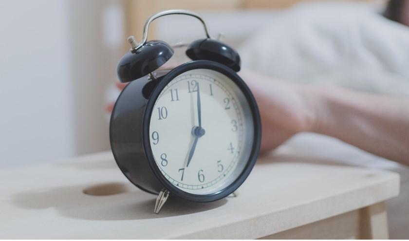 Als je slecht slaapt, gaat de wekker voor je gevoel vaak veel te vroeg.