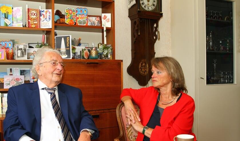 Het werd een geanimeerd gesprek, want de 100-jarige Marius Montagne staat nog vol in het leven.