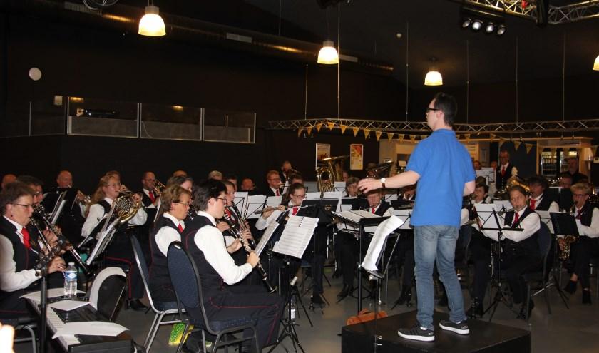 Vier gastdirigenten dirigeerden het orkest. | Foto: PR