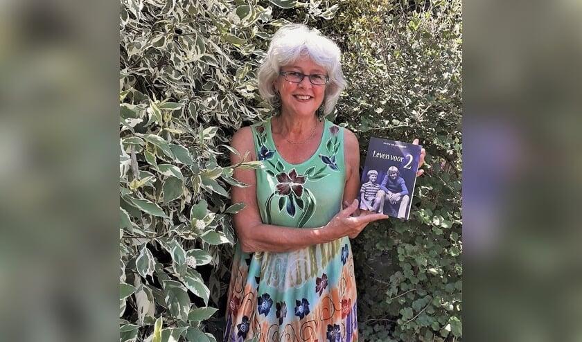 Van der Gugten hoopt dat men herkenning, troost en liefde vindt in het boek.
