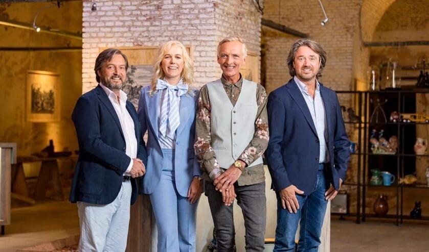 Televisierring-winnaar Martien Meiland, met zijn nieuwe SBS-6 collega's. | Foto: pr