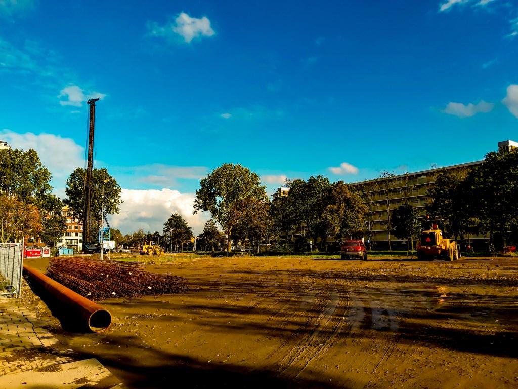 De eerste heipalen zijn de grond in gegaan op de Driemasterlocatie. Foto: J.P. Kranenburg © uitgeverij Verhagen