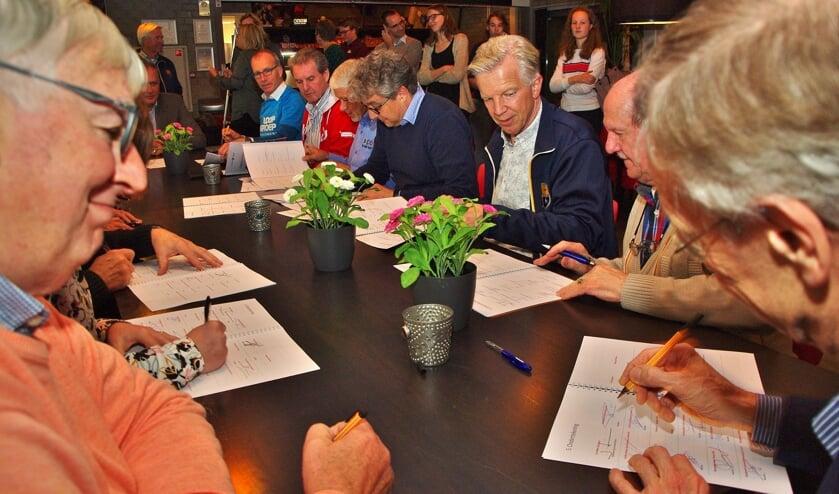 Alle verenigingen tekenden het sportakkoord. | Foto's Willemien Timmers