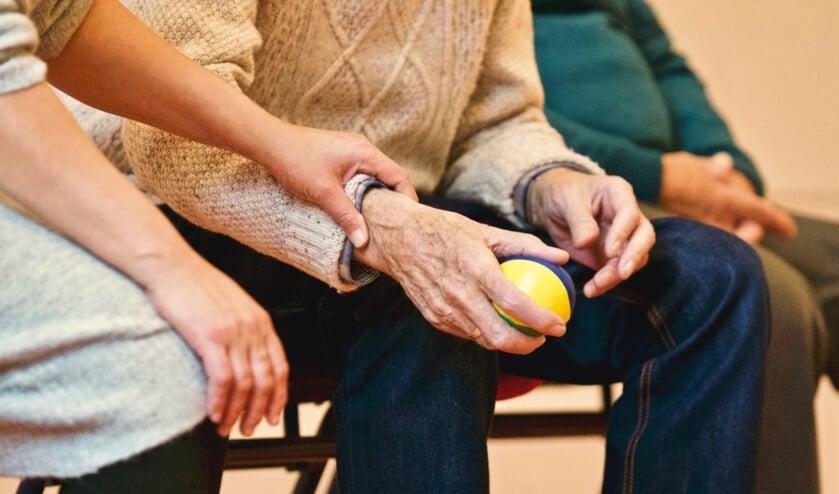 Mantelzorgers verdienen wel een extraatje als waardering voor de hulp die ze bieden. Daarom is het mantelzorgcompliment in het leven geroepen.