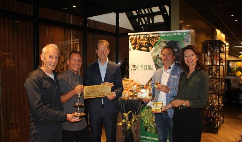 vlnr: Meinhard vd Reep, Ger van Soest, Arie van Erk, Jan van Rijn en Karin Hoekstra.   Foto: Annemiek Cornelissen.