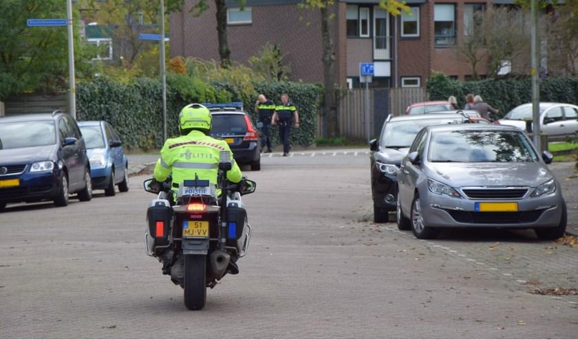 Zoektocht naar de ontsnapte verdachte in de Leiderdorpse wijk Voorhof. hte verin de Voorhof.