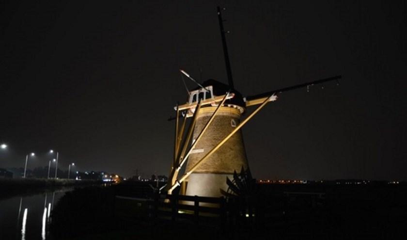 Dankzij Rotary Voorhout is de molen weer 's avonds goed te zien. | Foto: PR