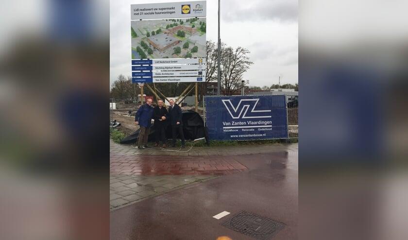 V.l.n.r. Chrétien Mommers van Rijnhart Wonen, wethouder Willem Joosten en Jeroen van Eikeren van Lidl. | Foto: PR
