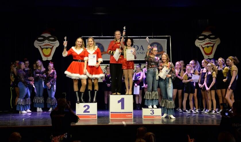 De trotse prijswinnaars met hun prijzen. | Foto's en tekst met dank aan Paul Jansen.