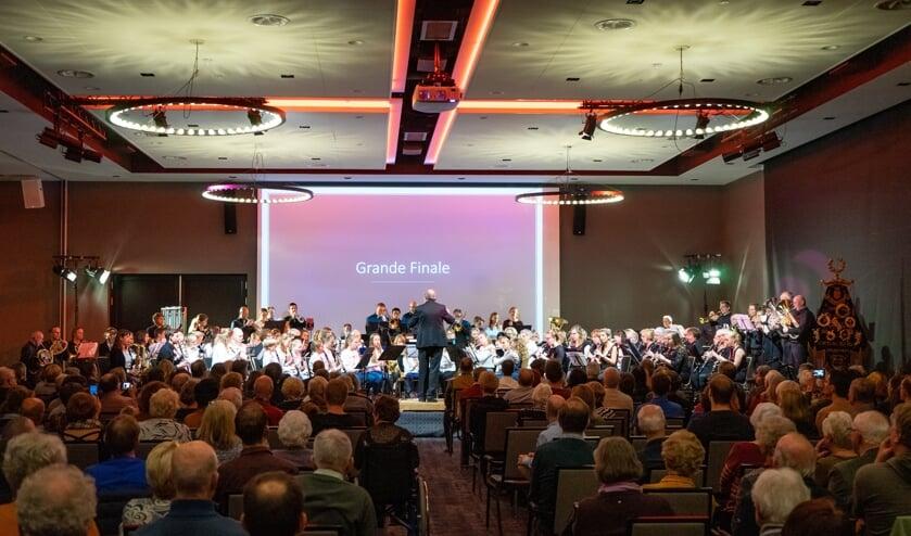 Alle orkesten van Crescendo spelen het speciaal gecomponeerde jubileumstuk High 5 for 115 van Michel de Haas tijdens het jubileumconcert op 23 november 2019.