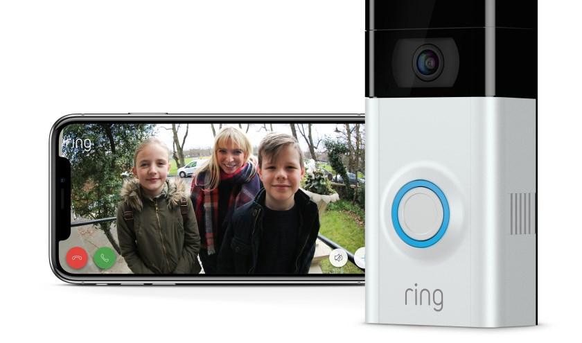 Voorbeeld van een deurbel die voorzien is van een camera. Hierdoor kun je zien wie er voor je deur staat.