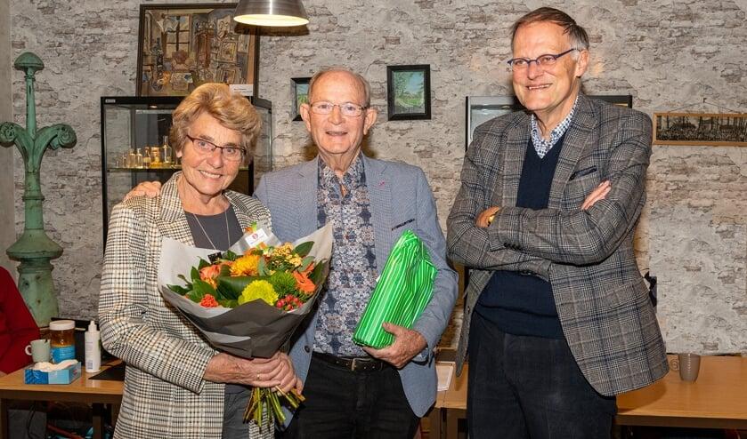Bert Kunne zijn vrouw Aad, was alle 27 jaar gastvrouw bij bijeenkomsten van de SVvOH.   Foto: Harry Prins, tekst Jacolien vd Valk