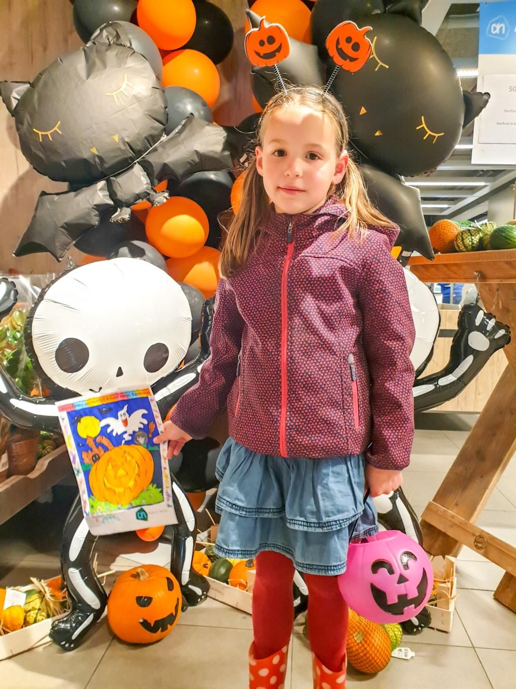 Een van de trotse winnaars van de kleurwedstrijd.  Foto: Quinty Nieuwkerk © uitgeverij Verhagen