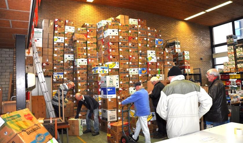Een torenhoge stapel dozen. En dat was nog niet alles. | Foto: Henk Maat