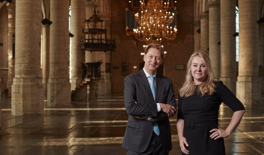 Melanie Schultz van Haegen neemt het voorzittersstokje over van Rogier van der Sande. (BM fotografie)