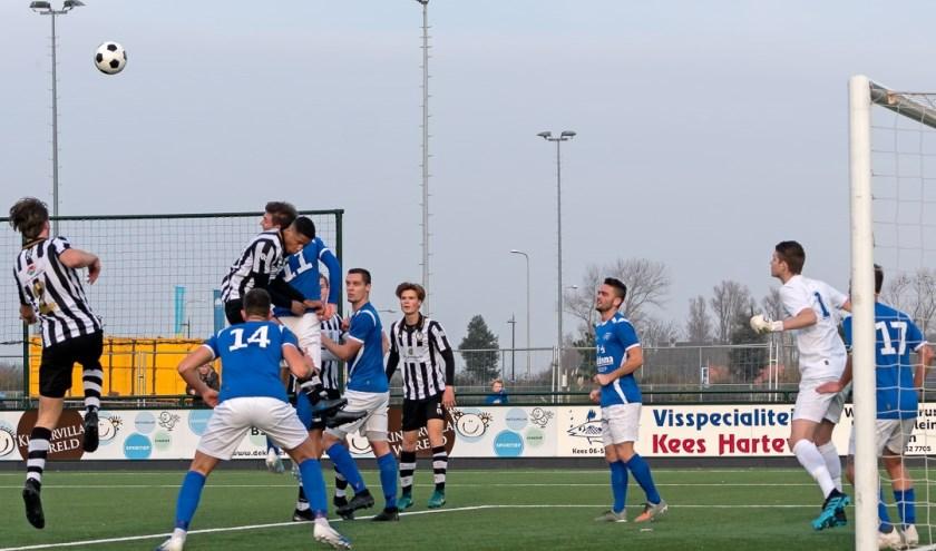 Een SJC-aanval op het doel van Hoogeveen.   Foto: Johanna Oskam