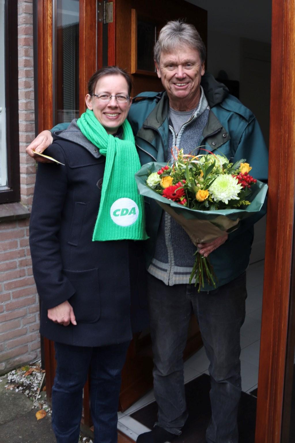 Medea Hempen met supervrijwilliger Hennie Verstraaten Foto: PR © uitgeverij Verhagen