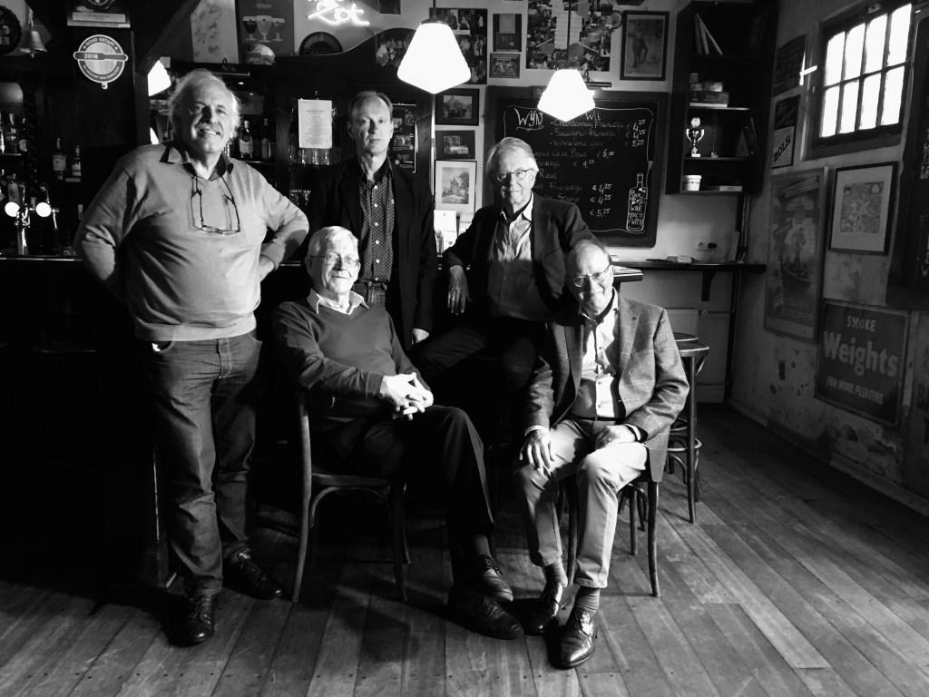 De vijf auteurs bij elkaar, v.l.n.r. Emil Broesterhuizen, Dick de Boer,, Edward Sodderland, Willem Hovestreydt en Hans Endhoven.   Foto: Jan Kees Schelvis   Foto: Jan Kees Schelvis   © uitgeverij Verhagen