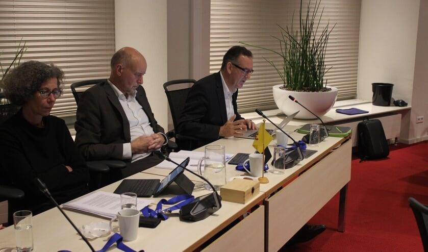 Wethouder Ten Boden (rechts) in de afgelopen gemeenteraad nog in bedrijf. De fractie zoekt noest naar een opvolger.  Foto: NK