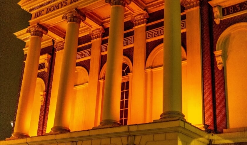 <p>Ook vorige jaren kleurde de Hartebrugkerk oranje.   Foto: Wil van Elk</p>
