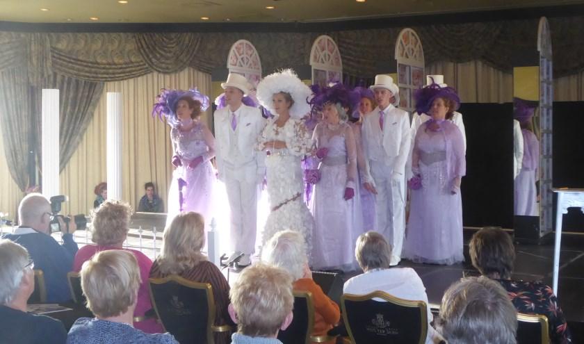Mantelzorgers konden genieten van My Fair Lady, gespeeld door Theaterschool Teylingen. | Foto: Ina Verblaauw