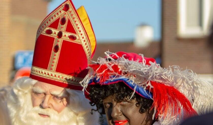 Sint Nicolaas komt zaterdag aan in Katwijk aan Zee, begeleid door een flink aantal pieten. | Foto: pr