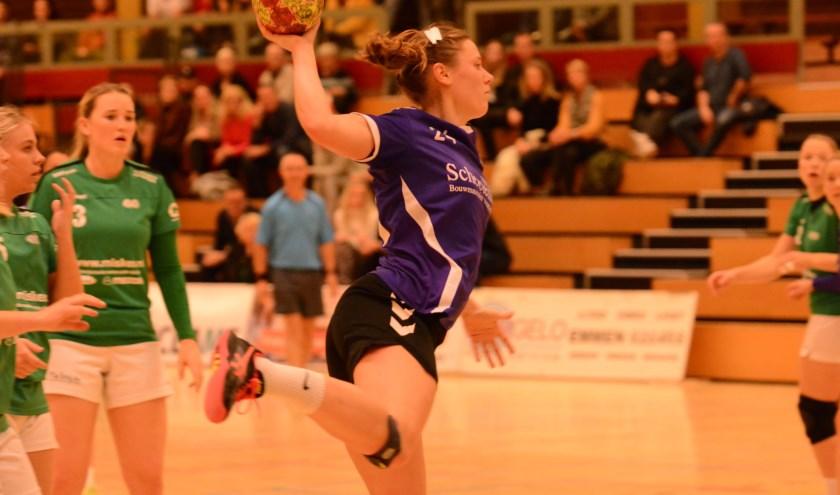 Manon Morien valt aan en  rond af met een doelpunt. | Foto: PR