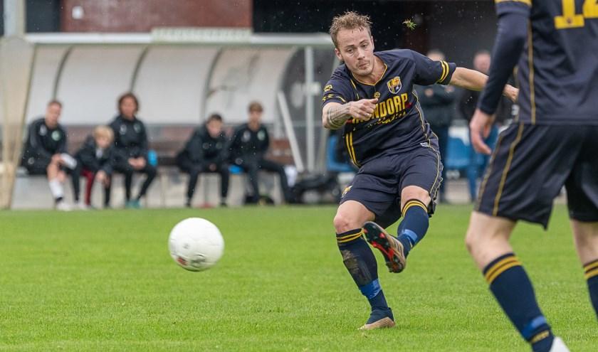 Ook deze uithaal van Melvin van Gent leverde helaas geen doelpunt op.