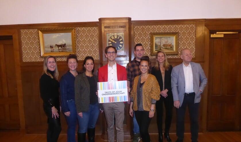 V.l.n.r: Jolanda Volkerijk, Wendy en Henriëtte Klein, Roberto ter Hark, Roel Hoogervorst, Debbie Huson en Floor Vink.   Foto: Ina Verblaauw