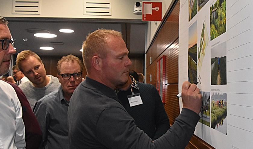 Veel belanghebbenden en omwonenden van de Mient/Kooltuin kwamen naar de bijeenkomt in het gemeentehuis. | Foto: Piet van Kampen