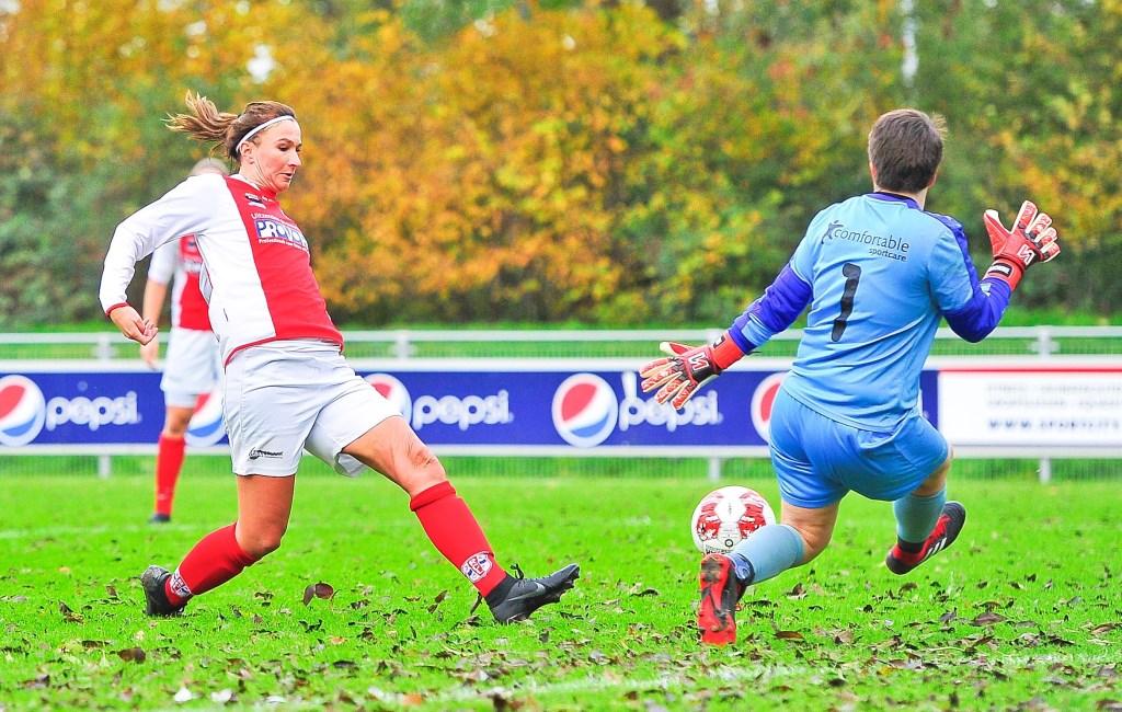 Madieke Zaad schiet RCL op voorsprong. Foto: Gert Jan van Heyningen © uitgeverij Verhagen