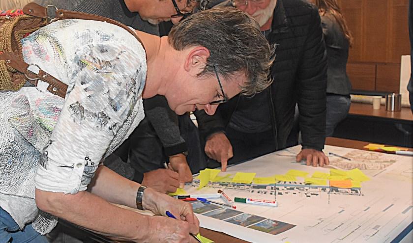 Er werden heel veel ideeën aangedragen voor de Valkenburgseweg en Katwijkerbroek. | Foto: Piet van Kampen