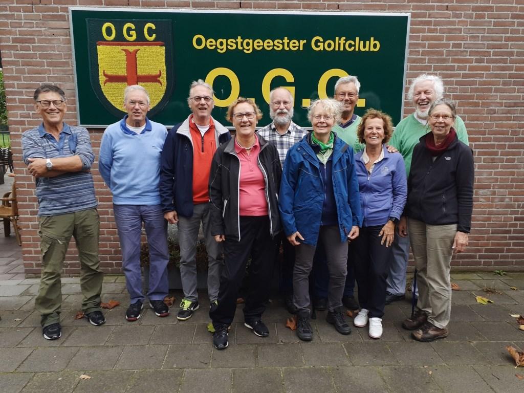 De delegatie uit Liemeer bij de Oegstgeester Golfclub op bezoek.  © uitgeverij Verhagen