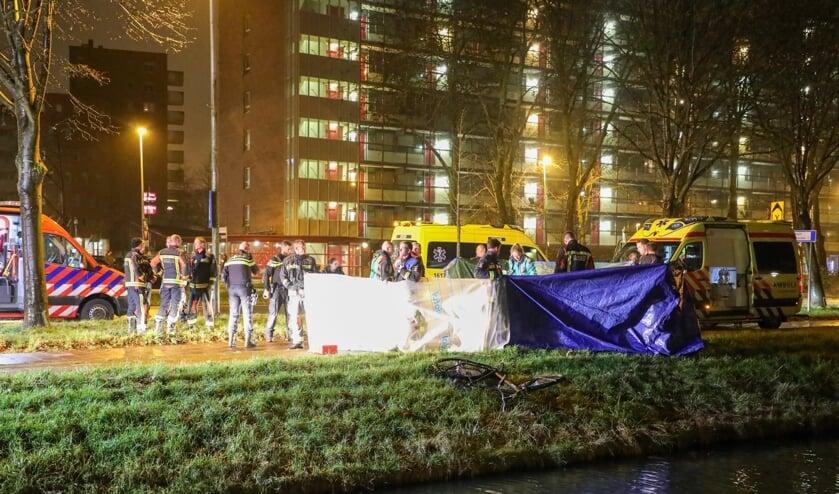 De politie is een onderzoek gestart naar de toedracht van het overlijden van de fietser.
