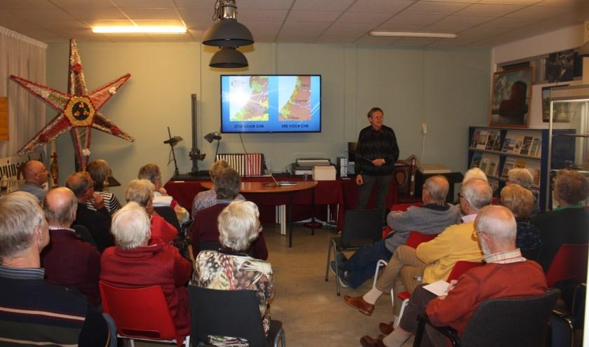 Harrie Salman geeft een presentatie in het kenniscentrum.   Foto: pr.