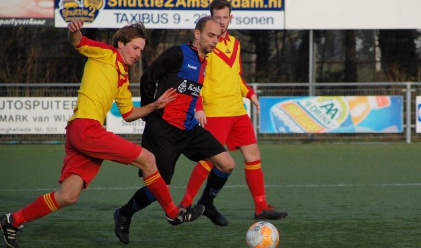 Koen van der Linden leverde veel strijd op het middenveld. | Foto: Trudy van den Berg