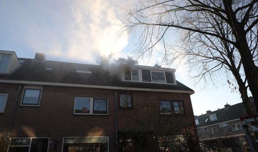 De brand ging gepaard met flinke rookontwikkeling.