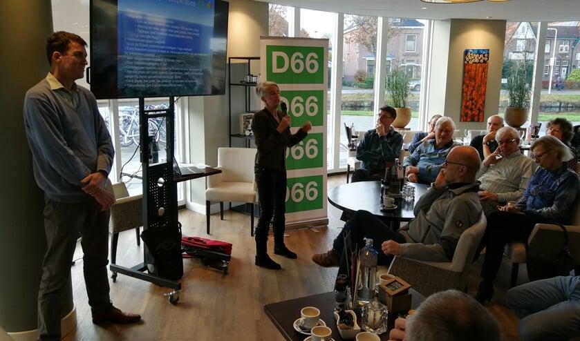 Paul van der Kooy en Eveline Botter geven een presentatie over Bollenstreek Duurzaam.