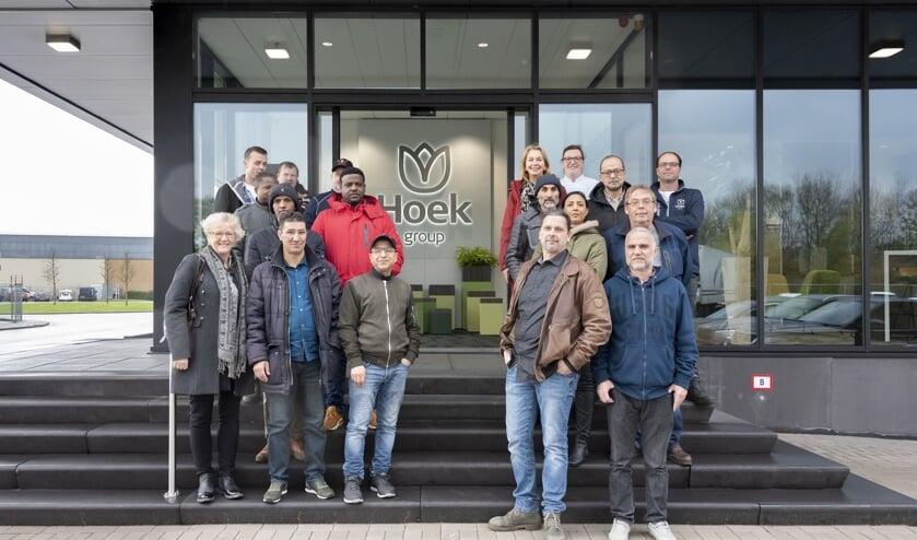 Deelnemers op jobsafari bij Hoek Flowers in Rijnsburg.